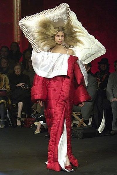 wtf,bed,runway fashion