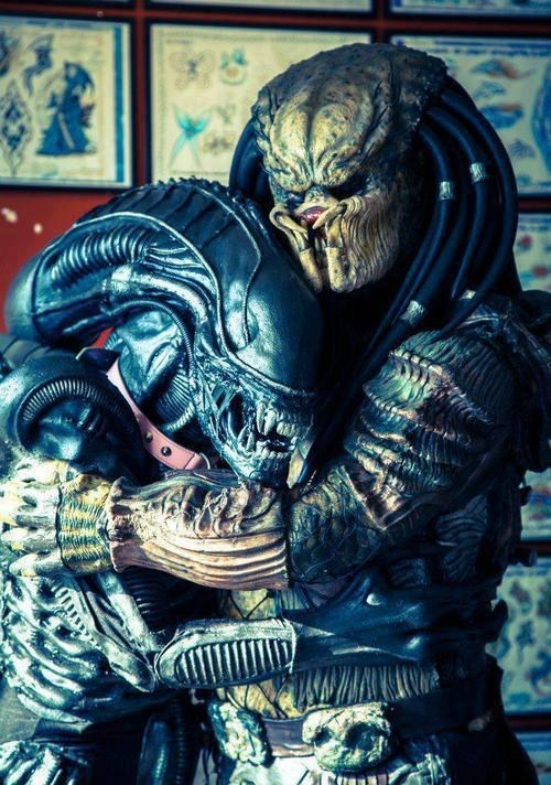 Aliens,wtf,hugging,predators,love