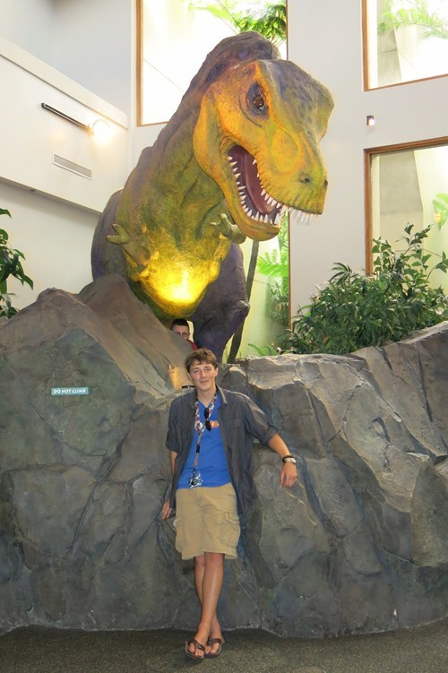 museums,photobomb,dinosaurs