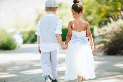 daww holding hands children - 7347044096