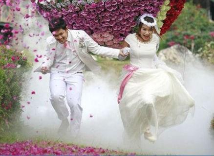 flowers running wedding photos - 7380197376