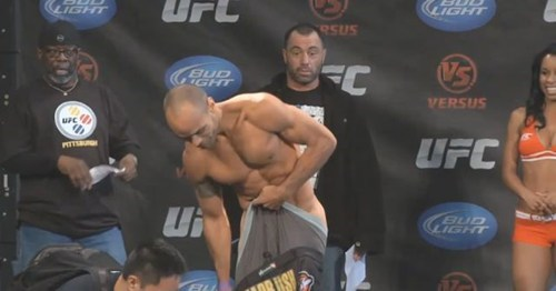 ufc,pants falling down,joe rogan