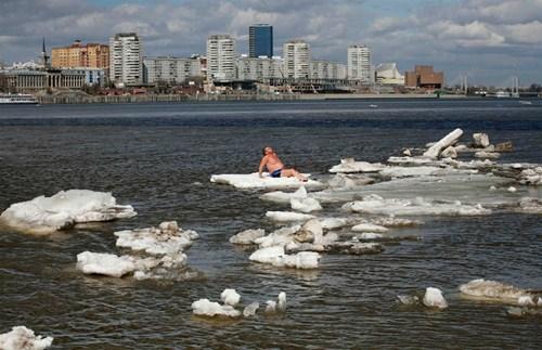 sun bathing beach ice - 7387077120