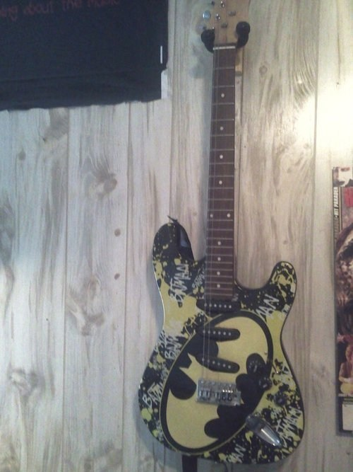 guitar batman deserve - 7397664256