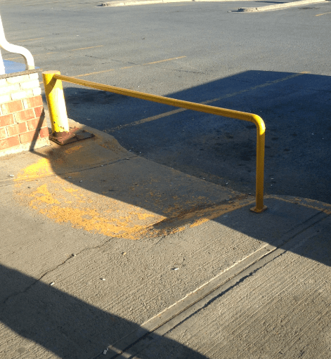 I think they installed this handrail wrong.