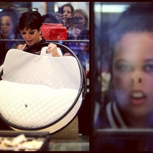 kardashians photobomb funny - 7462112000