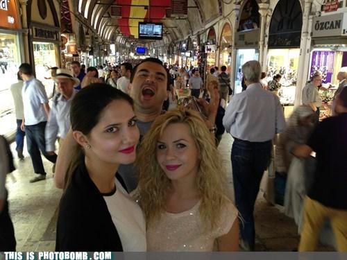 photobomb bazaar funny - 7484432640