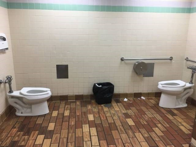 design fail, bad toilet design, bathrooms
