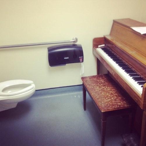 piano Awkward bathroom funny fail nation g rated - 7490797824