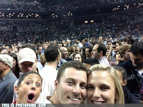 photobomb third wheel funny - 7498830848