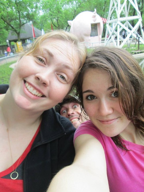 photobomb funny shoulder gap - 7514252544
