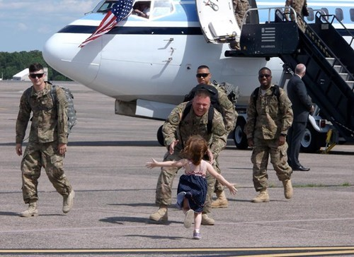 random act of kindness reunion military restoring faith in humanity week - 7548591104