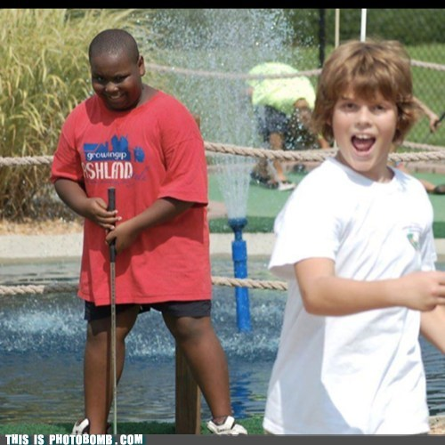 photobomb kids miniature golf funny - 7550925824