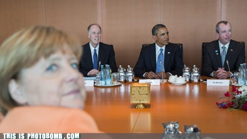 photobomb obama angela merkel funny - 7585491712
