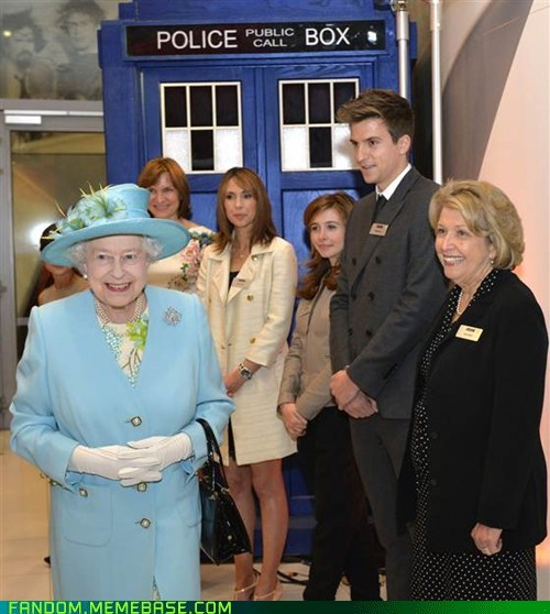 Queen Elizabeth II,IRL,tardis,doctor who
