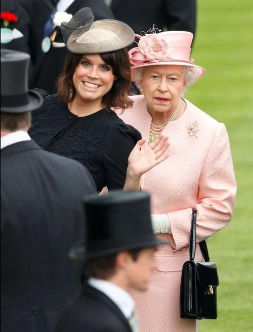 photobomb Queen Elizabeth II Princess Eugenie funny - 7589513216