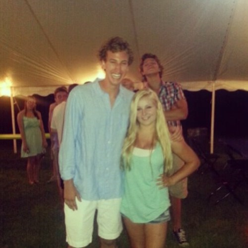 photobomb tall people short people funny - 7592775936
