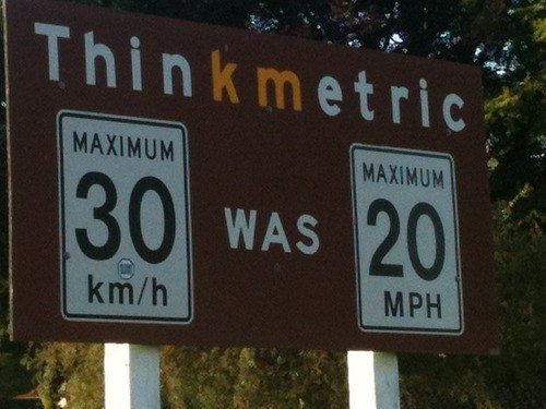 puns metric system road signs funny - 7605101824