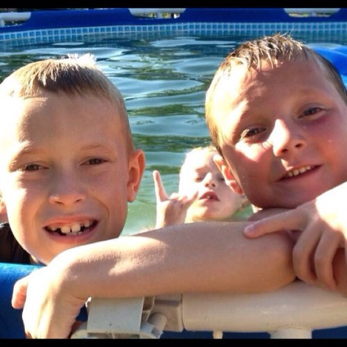 photobomb kids pool throw up the horns funny - 7620524288