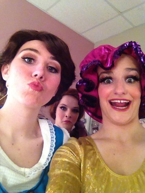 photobomb disney princesses belle funny - 7622972160