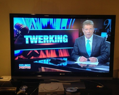 news twerking funny - 7643568384