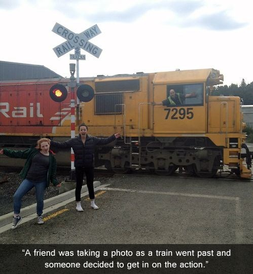 photobomb choo choo choose trains funny - 7649061632