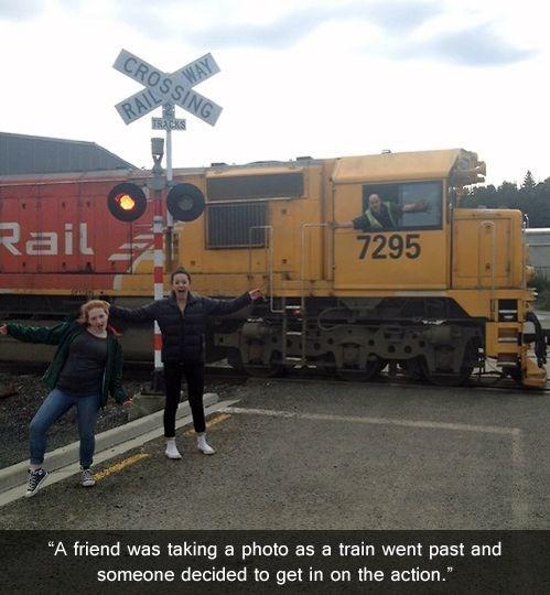 photobomb choo choo choose trains funny - 7649061632