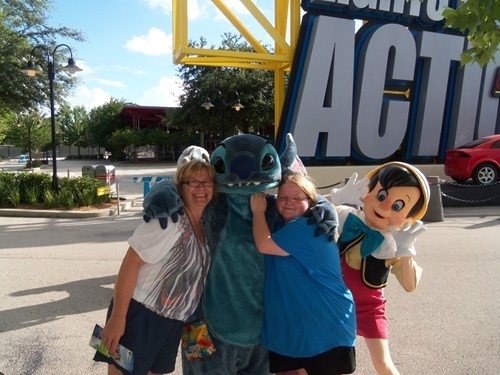 photobomb stitch disney world funny pinocchio