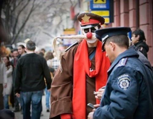cops clowns wtf costume funny - 7668925440