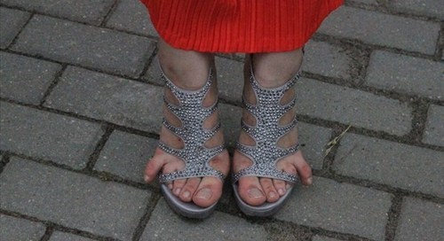 toes shoes too small poorly dressed - 7671861504