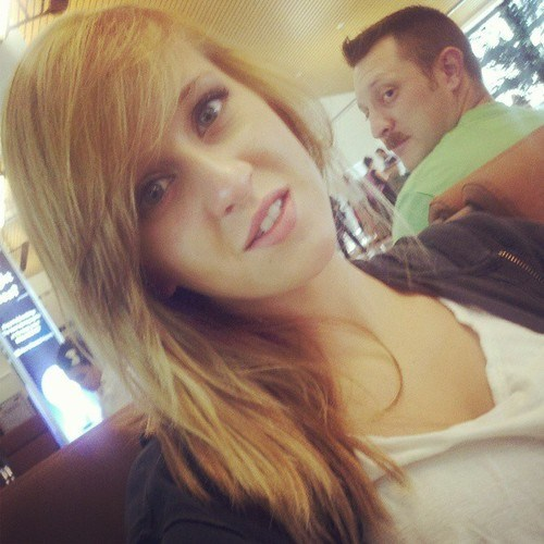 photobomb airport terminal selfie funny - 7672633600
