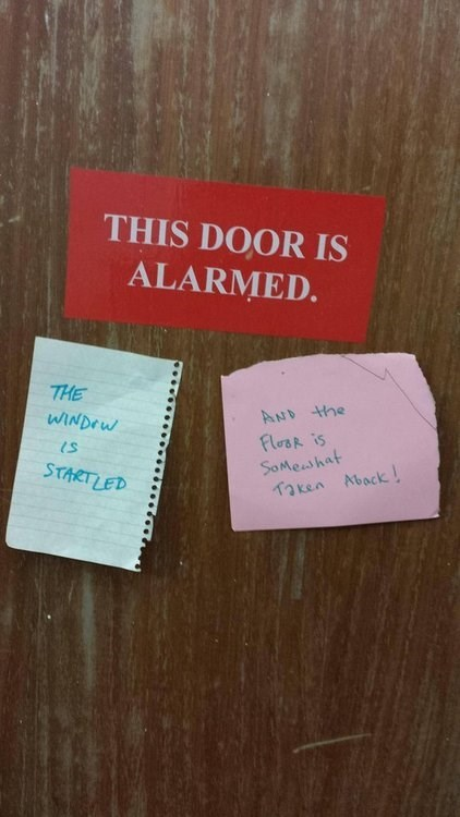 this door is alarmed,warning sign