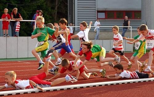 race kids falling funny kids crashing - 7677547008