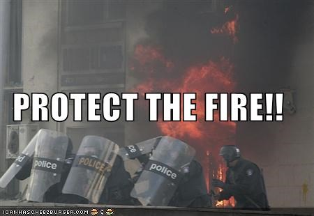 police riot - 768357120