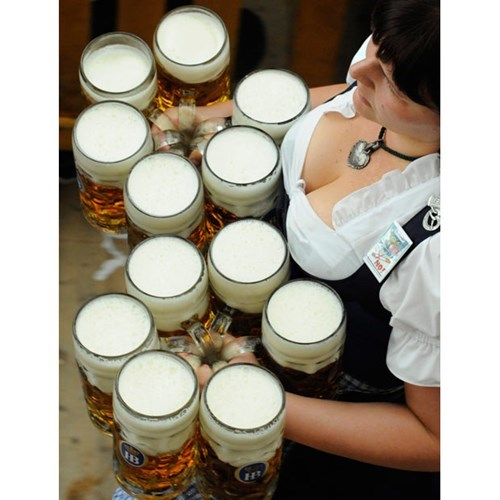 barmaids beers fist full funny - 7684103936