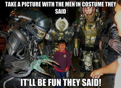 Aliens cosplay Predator crying - 7685600000