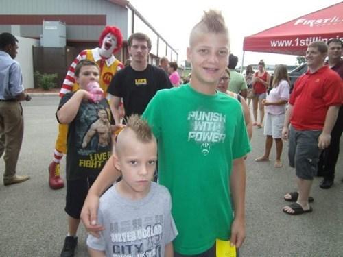 photobomb Ronald McDonald funny - 7686681600