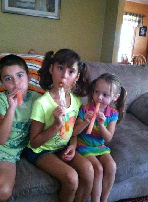 Babies photobomb kids funny - 7693097216