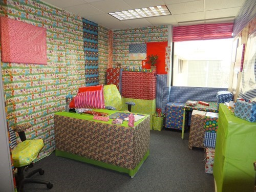 presents,cubicle pranks,gift wrap