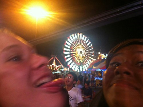 photobomb tongue out perfectly timed funny - 7709708800