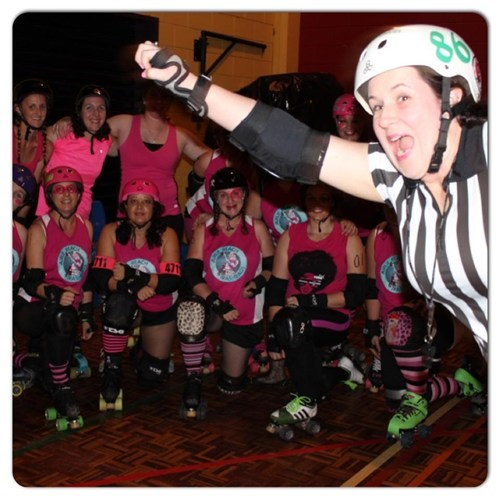 photobomb ref roller derby funny - 7716004608