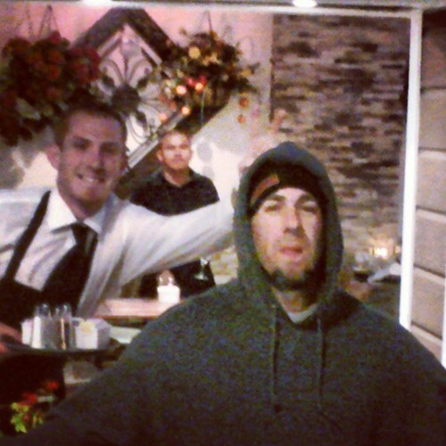 photobomb waiters funny