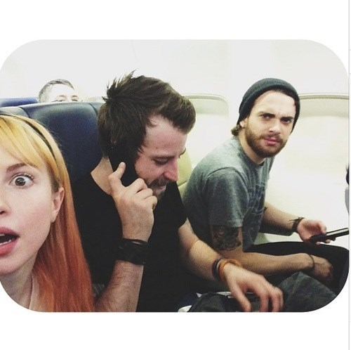 photobomb paramore airplanes funny - 7719905536