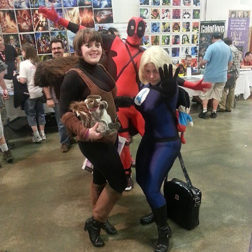 invisible woman photobomb cosplay deadpool squirrel girl sue storm funny