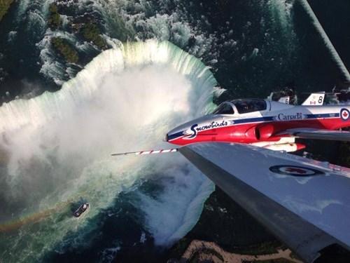 planes,heights,niagara falls,funny,vertigo