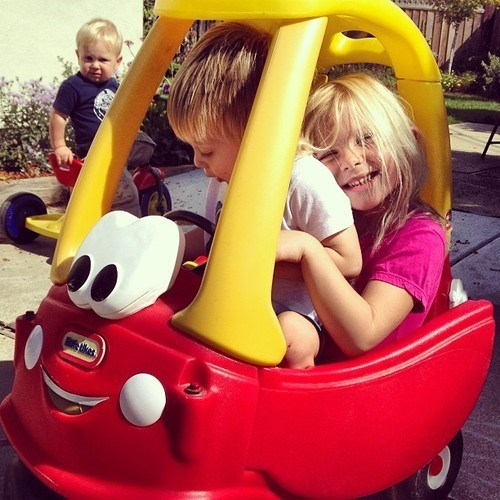 cozy coupe,photobomb,kids,funny
