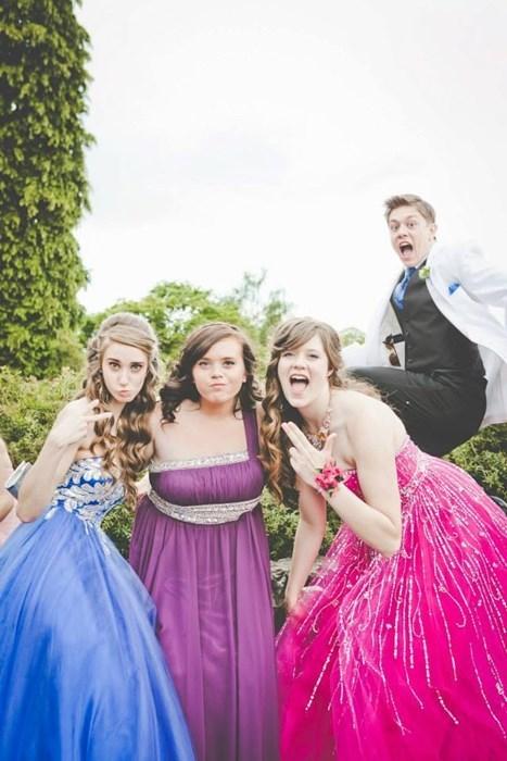 photobomb prom funny - 7724449280