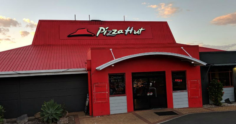 nostalgic pizza hut buffet