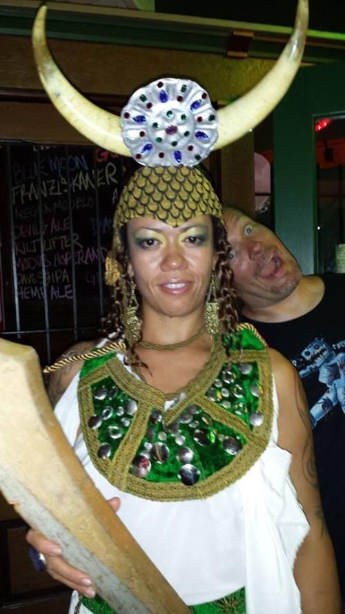 costume photobomb - 7728667136
