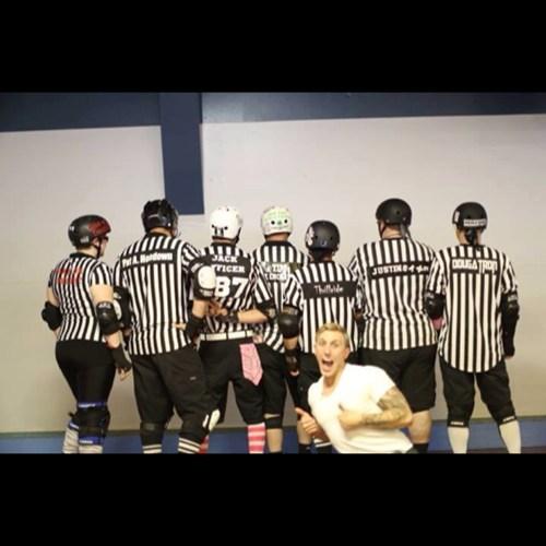photobomb referees funny - 7746866176